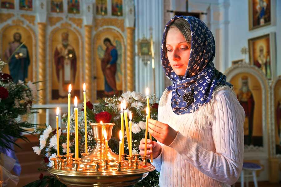 Если ставя свечи за здравие — они тухнут — значит, скоро вас покинет ваш близкий человек.