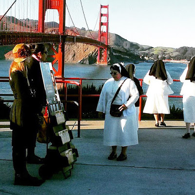Jehovah's Witnesses at the bridge in San Francisco