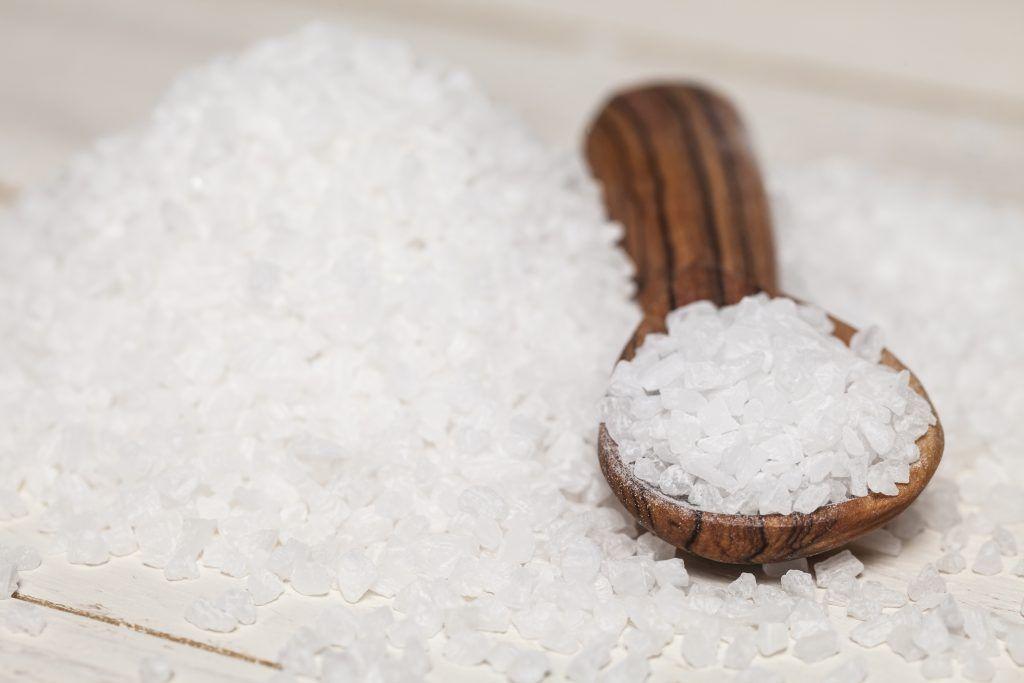 Снятие порчи солью избавление от уз негативного воздействия