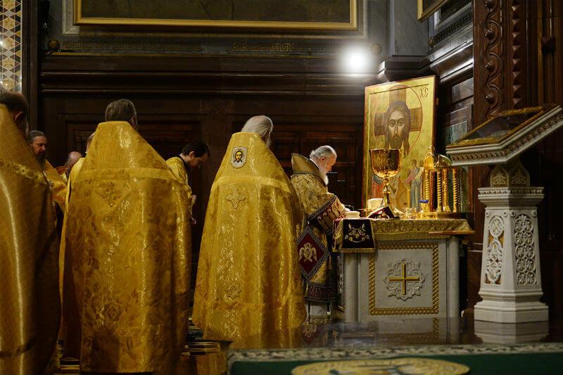 Во сколько в церквии начинается служба утренняя, вечерняя, воскресная